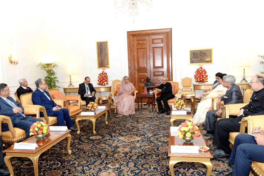 Bangladesh Prime Minister Sheikh Hasina calls on President Pranab Mukherjee at Rashtrapati Bhavan on April 9, 2017. - Sheikh Hasina and Pranab Mukherjee