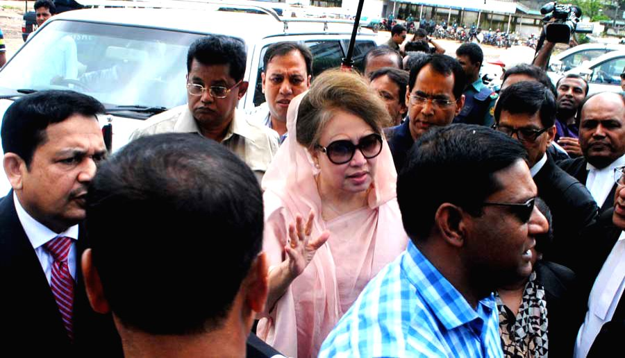 Bangladesh's former Prime Minister and Bangladesh Nationalist Party chairperson Khaleda Zia (C) is seen after arriving at a court hearing of two graft cases in Dhaka, ...