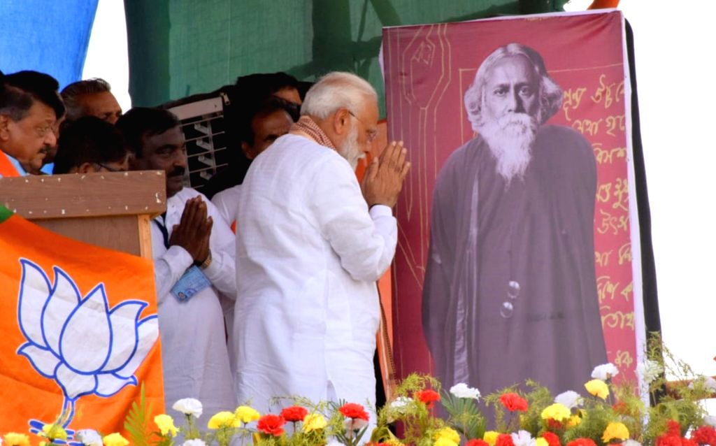 Bankura: Prime Minister Narendra Modi pays tributes to Rabindranath Tagore on his birth anniversary, at a public rally in West Bengal's Bankura on May 9, 2019. (Photo: Indrajit Roy/IANS) - Narendra Modi and Indrajit Roy