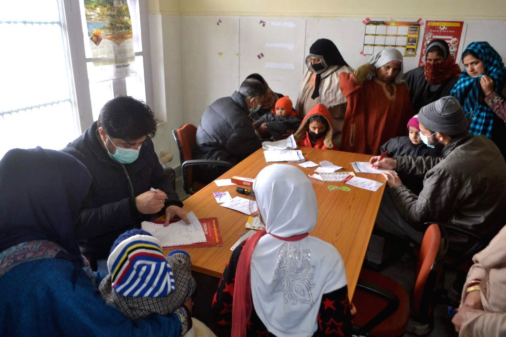 Doctors threat children suffering from flu at an health centre in Baramulla on Feb 20, 2015.