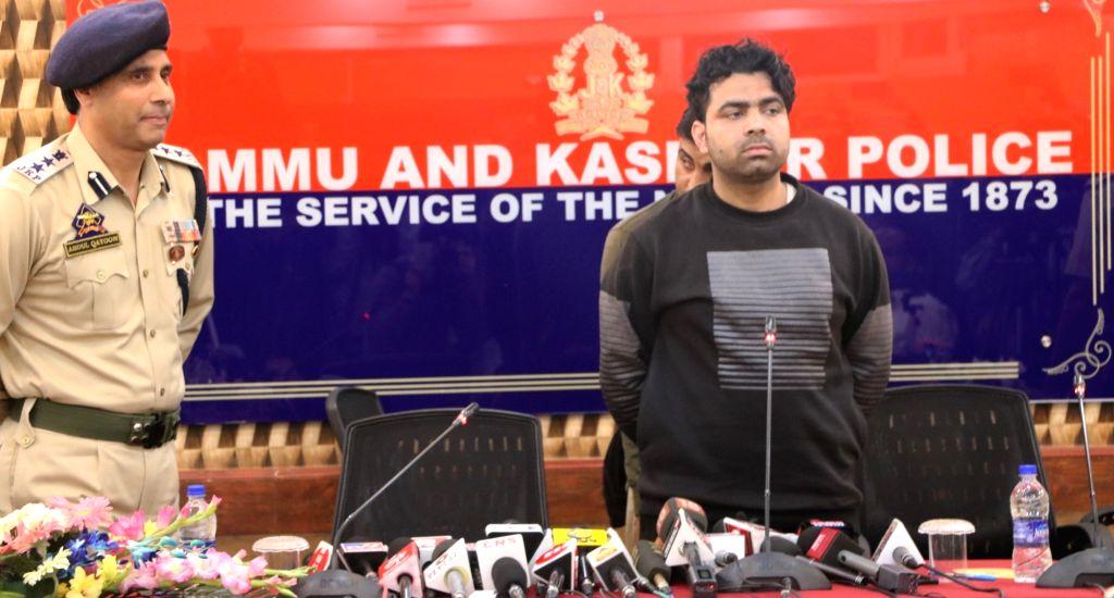 Baramulla's Senior Superintendent of Police Abdul Qayoom presents before the media, Pakistani Lashkar-e-Taiba (LeT) terrorist Waqar Ahmed who had been allegedly operating in Srinagar city ...