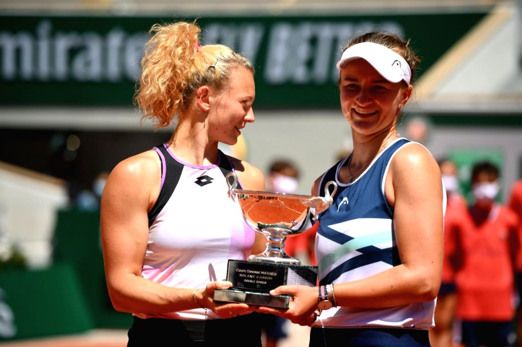 Barbora Katerina clinch French Open womens doubles title.