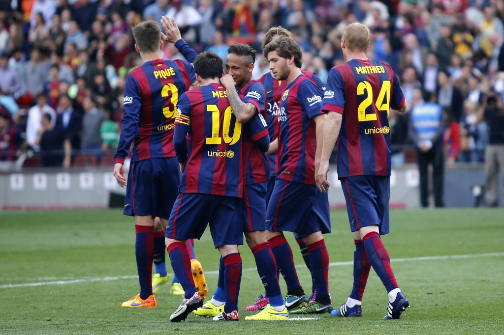 Team Barcelona celebrate Lionel Messi's goal during the Spanish first division football match against Valencia in Barcelona, Spain, April 18, 2015. (Xinhua/Pau ...