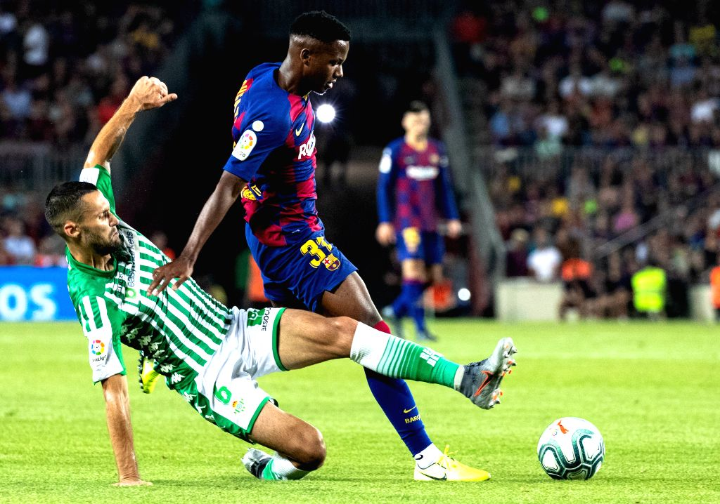 BARCELONA, Aug. 26, 2019 - FC Barcelona's Ansu Fati (R) vies with Betis' Alfonso Pedraza during the 2nd round Spanish league soccer match between FC Barcelona and Betis in Barcelona, Spain, on Aug. ...