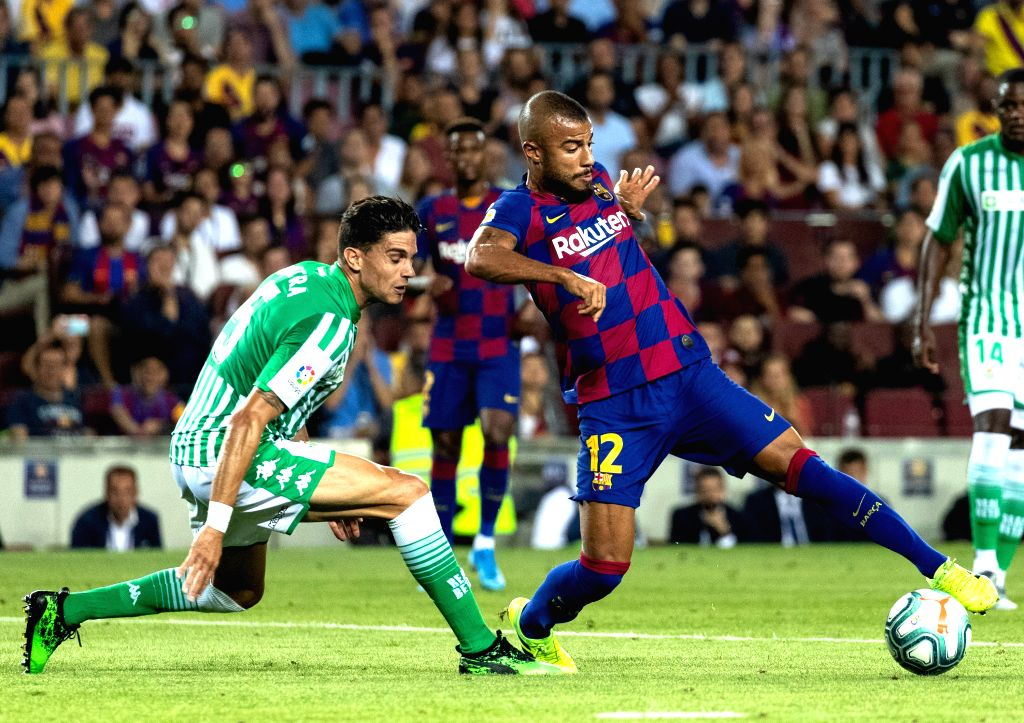 BARCELONA, Aug. 26, 2019 - FC Barcelona's Rafinha Alcantara (R) competes with Betis' Marc Bartra during the 2nd round Spanish league soccer match between FC Barcelona and Betis in Barcelona, Spain, ...