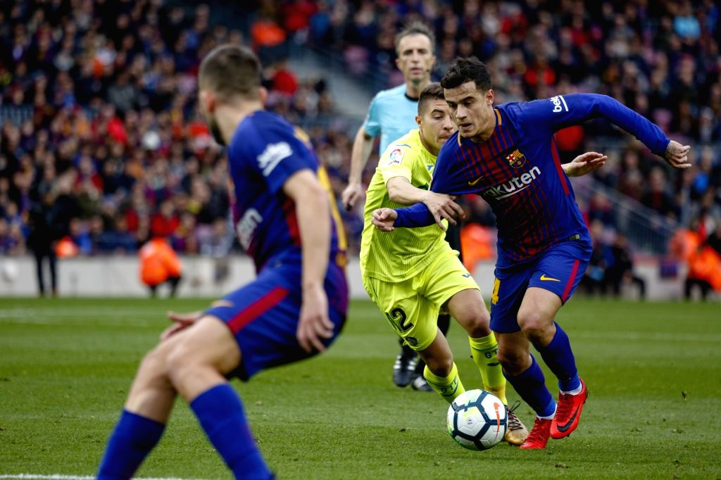 BARCELONA, Feb. 12, 2018 - Barcelona's Philippe Coutinho (1st R) competes during a Spainish league soccer match between Barcelona and Getafe in Barcelona, Spain, Feb. 11, 2018. The match ended 0-0.