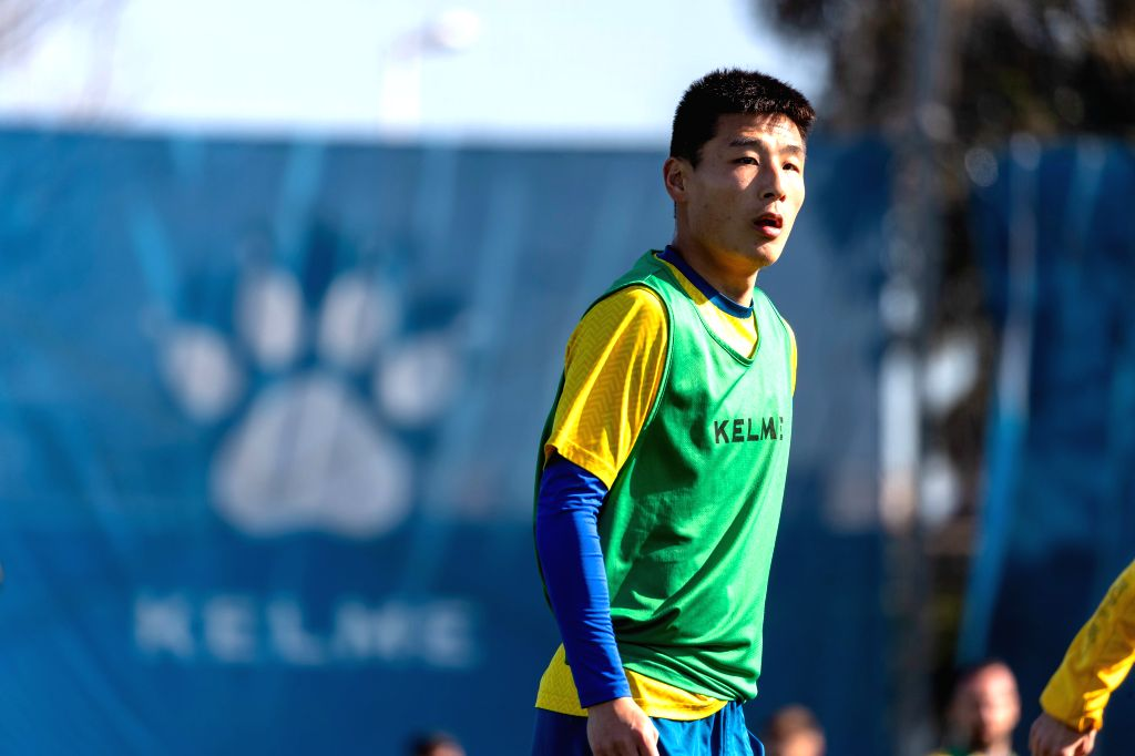 BARCELONA, Feb. 14, 2019 - Wu Lei of China takes part in open training session of Spanish league team RCD Espanyol in Barcelona, Spain, on Feb. 14, 2019.