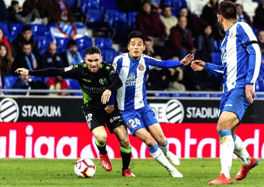 BARCELONA, Feb. 22, 2019 - Espanyol's Wu Lei (C) competes with Huesca's Javi Galan (L) during a Spanish league match between Espanyol and Huesca in Barcelona, Spain, Feb.22, 2019.