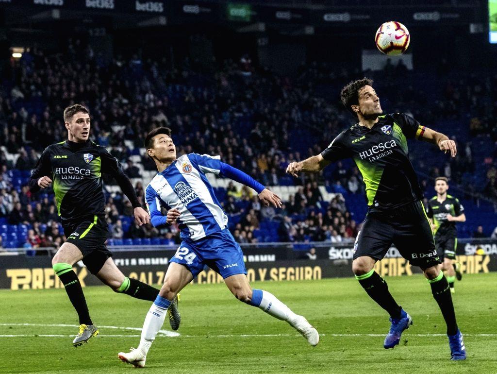 BARCELONA, Feb. 22, 2019 - Espanyol's Wu Lei (C) competes with Huesca's Xabier Etxeita (R) during a Spanish league match between Espanyol and Huesca in Barcelona, Spain, Feb.22, 2019.