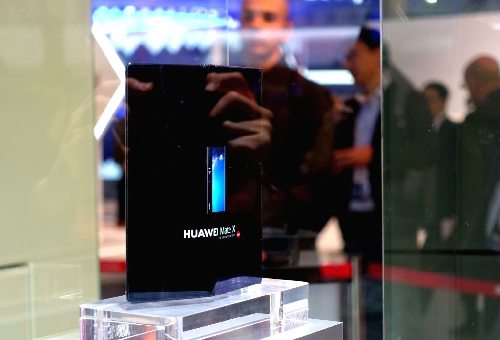 BARCELONA, Feb. 25, 2019 (Xinhua) -- Photo taken on Feb. 25, 2019 shows Huawei's new foldable 5G ready smartphone Mate X at the Mobile World Congress (MWC) in Barcelona, Spain. Chinese tech company Huawei on Sunday launched its Mate X, a foldable 5G