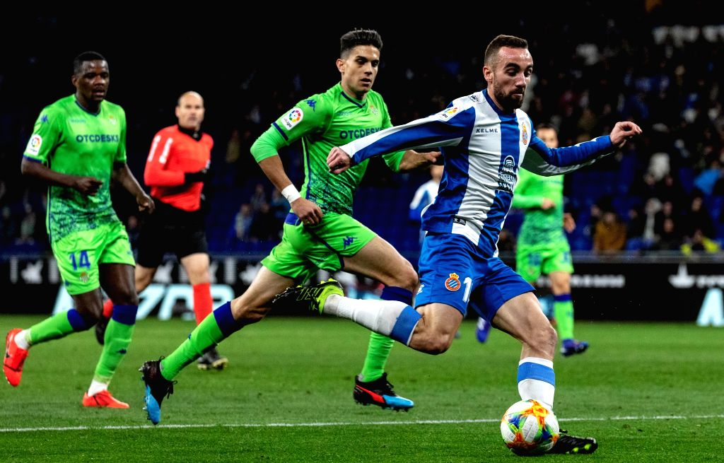 BARCELONA, Jan. 25, 2019 - RCD Espanyol's Sergi Darder (1st R) competes during the Spanish King's Cup quarterfinal match between RCD Espanyol and Real Betis in Barcelona, Spain, on Jan. 24, 2019. The ...