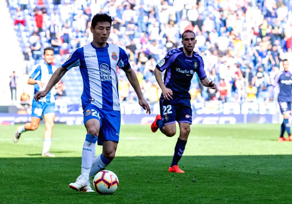 BARCELONA, March 2, 2019 - RCD Espanyol's Wu Lei (front) competes during a Spanish league match between RCD Espanyol and Valladolid in Barcelona, Spain, on March 2, 2019. RCD Espanyol won 3-1.