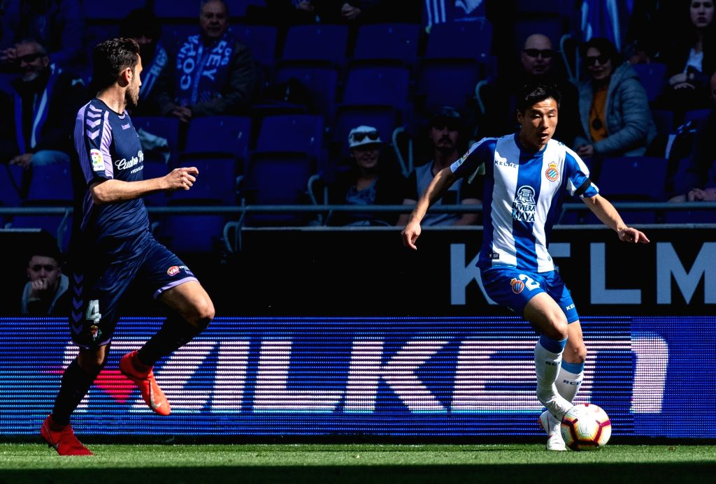 BARCELONA, March 2, 2019 - RCD Espanyol's Wu Lei (R) competes during a Spanish league match between RCD Espanyol and Valladolid in Barcelona, Spain, on March 2, 2019. RCD Espanyol won 3-1.