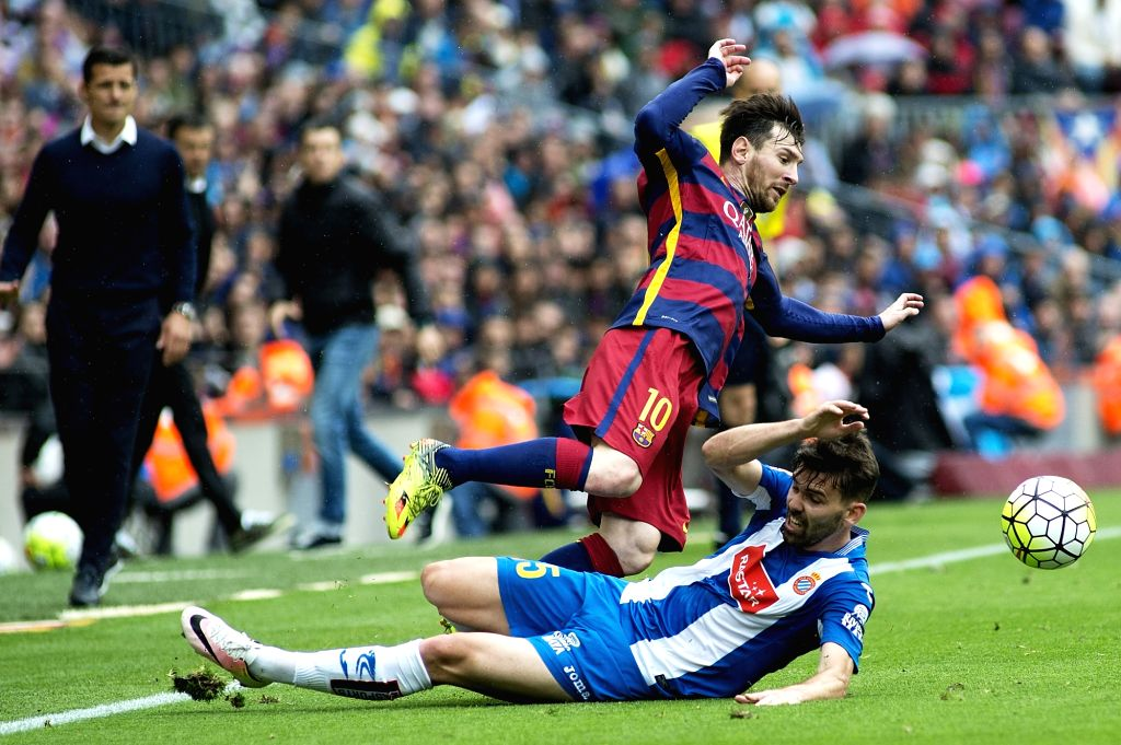 BARCELONA, May 9, 2016 - FC Barcelona's Uruguayan forward Lionel Messi vies with Espanyol's Spanish midfielder M. Asensio during the Spanish LIGA match at the Camp Nou stadium in Barcelona, Spain, ...
