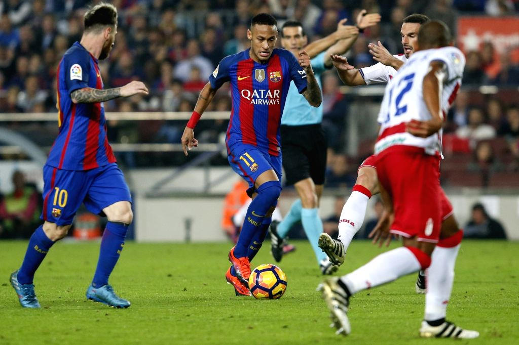 BARCELONA, Oct. 30, 2016 - Barcelona's Neymar (C) runs with the ball during the Spanish league football match between FC Barcelona and Granada FC in Barcelona, Spain, on Oct. 29, 2016. Barcelona won ...