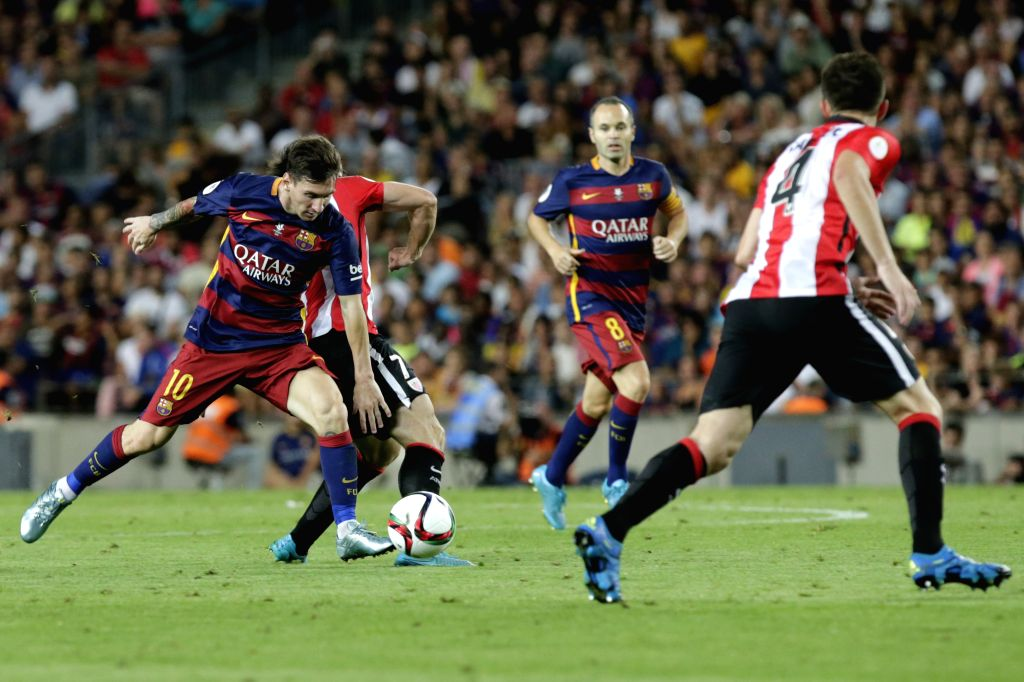 Barcelona's Lionel Messi (1st L) competes during the Spanish Super Cup second leg soccer match against Athletic Bilbao at Camp Nou stadium in Barcelona, Spain, on ...