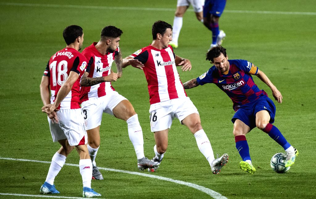 Barcelona's Lionel Messi (1st R) dribbles during a Spanish league football match between Barcelona and Athletic Bilbao in Barcelona, Spain, June 23, 2020.