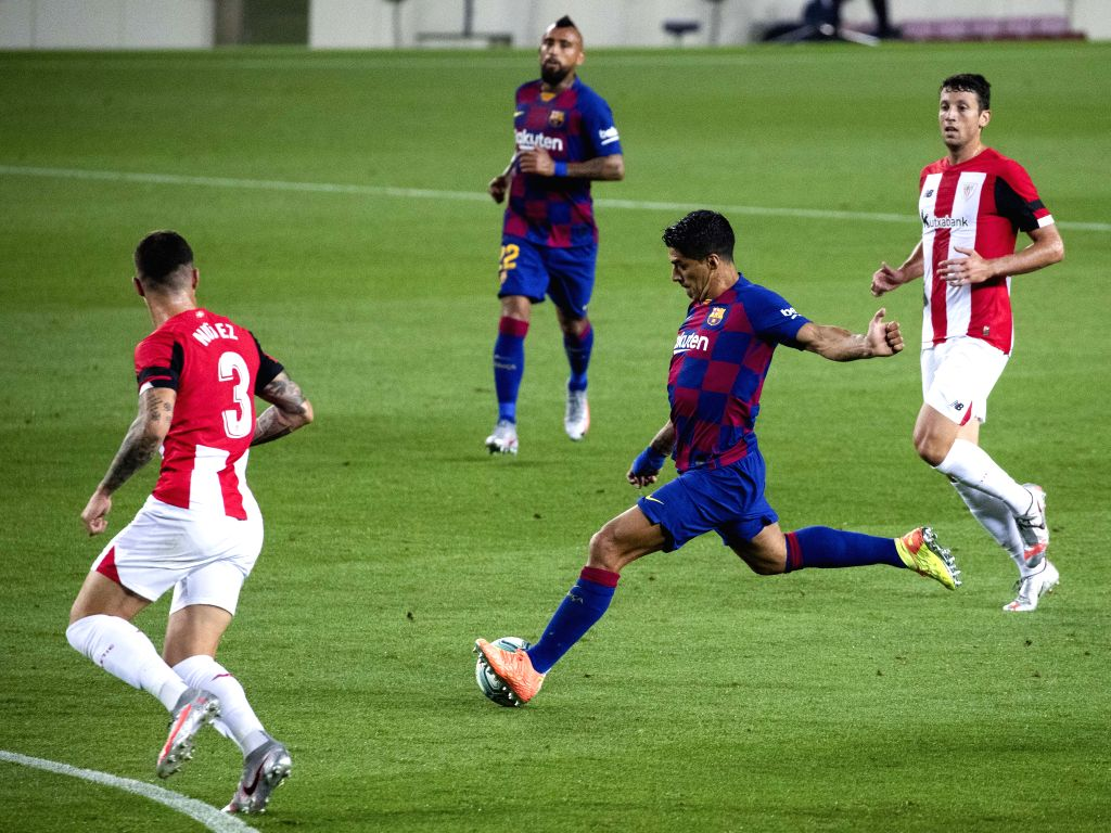 Barcelona's Luis Suarez (2nd R) shoots the ball during a Spanish league football match between Barcelona and Athletic Bilbao in Barcelona, Spain, June 23, 2020.