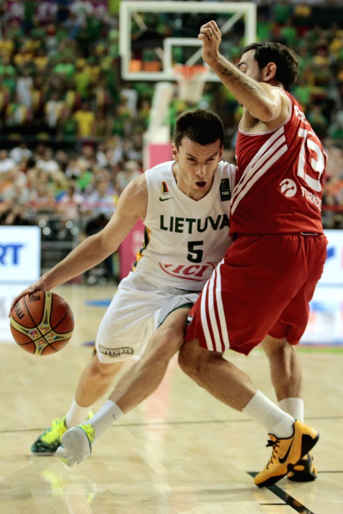 Adas Juskevicius (L) of Lithuania drives the ball against Ender Arslan (R) of Turkey during the quarterfinal match at the 2014 FIBA Basketball World Cup Spain, ..
