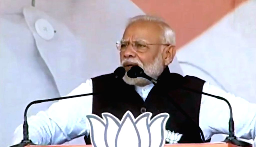 Barhi: Prime Minister Narendra Modi addresses public meeting in Barhi, Jharkhand on Dec 9, 2019. (Photo: IANS) - Narendra Modi