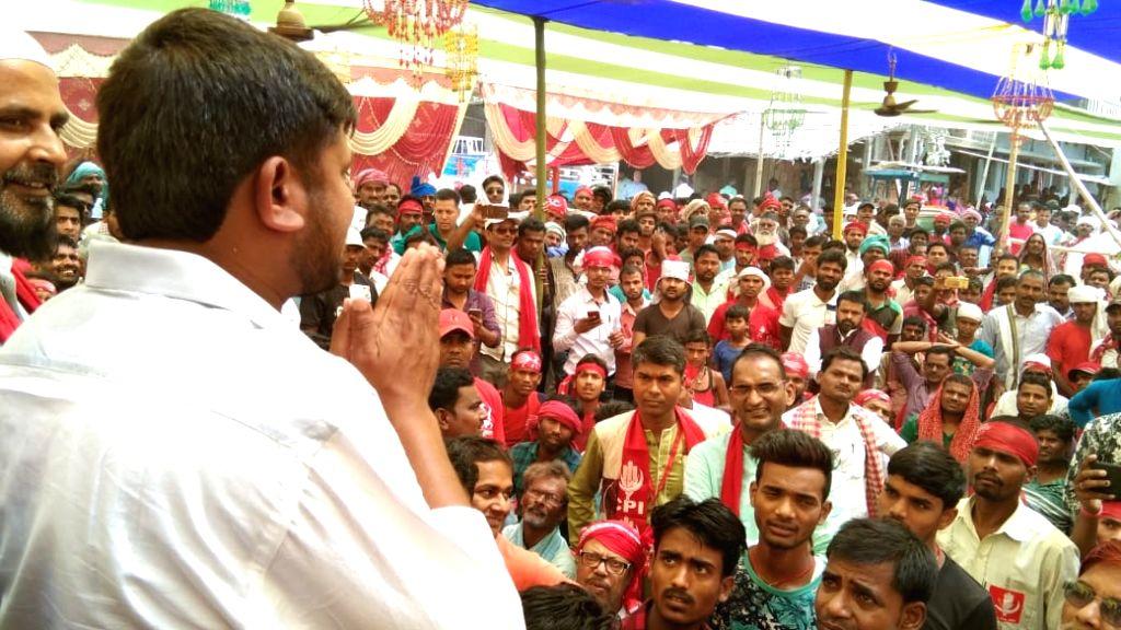 Begusarai: CPI's Lok Sabha candidate from Begusarai, Kanhaiya Kumar addresses a gathering during a public rally, in Bihar's Begusarai on April 20, 2019. (Photo: IANS) - Kanhaiya Kumar