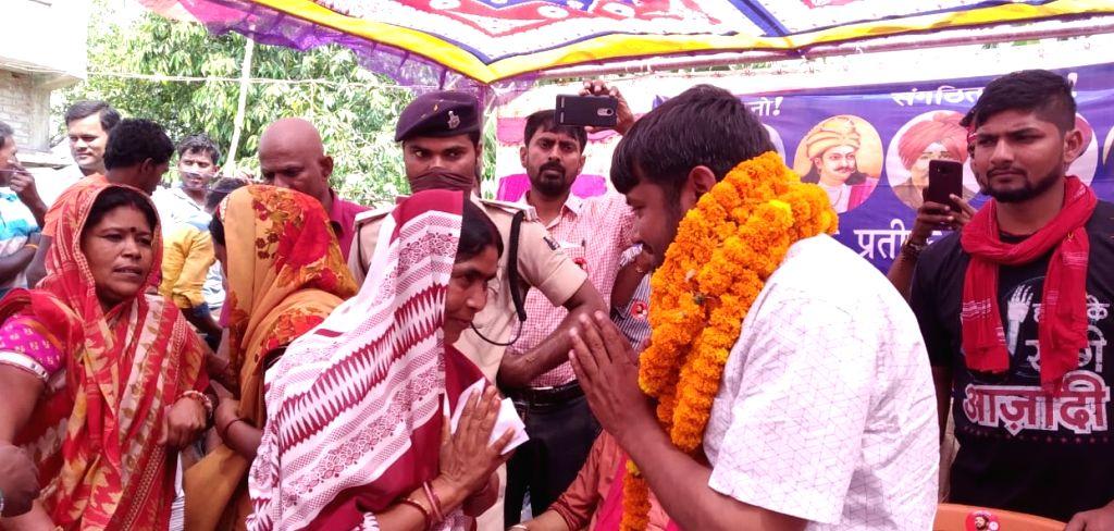Begusarai: CPI's Lok Sabha candidate from Begusarai, Kanhaiya Kumar during a public rally, in Bihar's Begusarai on April 26, 2019. (Photo: IANS) - Kanhaiya Kumar