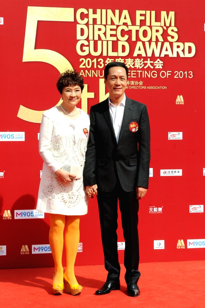 Actor Feng Yuanzheng and his wife Liang Danni, an actress, take part in the 2013 annual commendation conference of China Film Directors Guild in Beijing, capital .. - Feng Yuanzheng