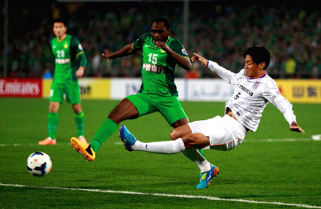 Chiba Kazuhiko (R) of Japan's Sanfrecce Hiroshima competes during the group match of AFC Champions league against China's Beijing Guoan, in Beijing, China, April .