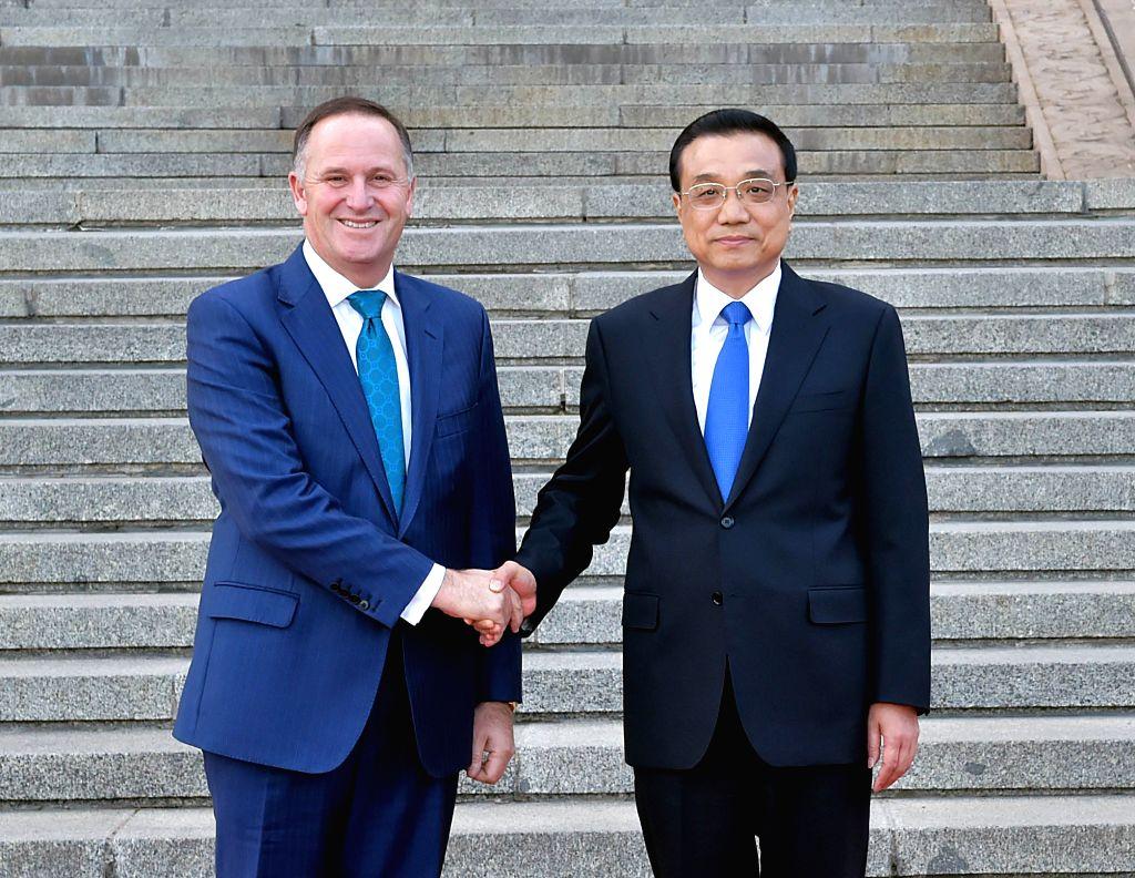 BEIJING, April 18, 2016 - Chinese Premier Li Keqiang (R) holds talks with New Zealand Prime Minister John Key in Beijing, capital of China, April 18, 2016. (Xinhua/Li Tao) - John Key