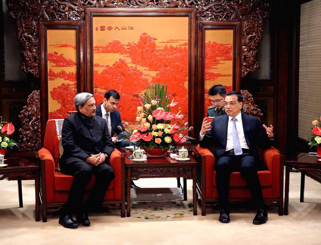 BEIJING, April 19, 2016 - Chinese Premier Li Keqiang (R) meets with Indian Defense Minister Manohar Parrikar in Beijing, capital of China, April 19, 2016. - Manohar Parrikar