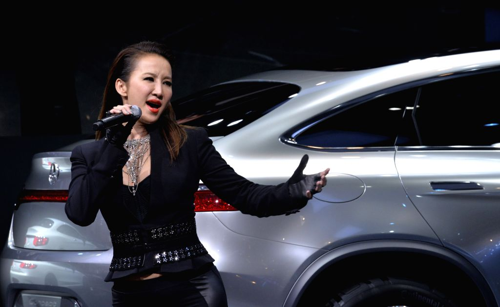 Singer Coco Lee sings during the media preview of the 2014 Beijing International Automotive Exhibition in Beijing, China, April 20, 2014.  Photo: (Xinhua/Hao ...