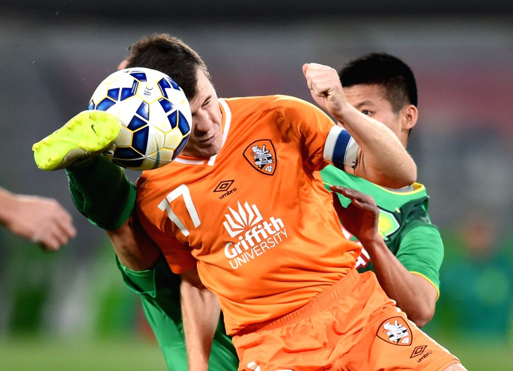 Matt Mckay (front) of Australia's Brisbane Roar vies with Chen Zhizhao of China's Beijing Guoan during a Group G match at the AFC Champions League 2015 in Beijing, ...