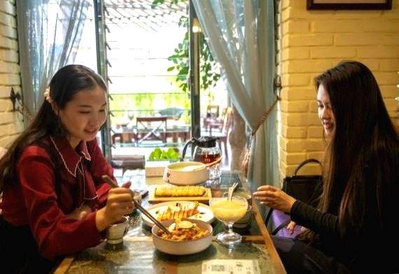 BEIJING, Aug. 14 Online shows and live-streaming services have been instructed to strictly prohibit shows encouraging food-wasting behaviors, the China Association of Performing Arts ...