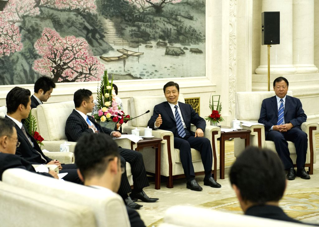 Chinese Vice President Li Yuanchao (2nd R) meets with a non-partisan delegation of young Japanese politicians led by Kiyohiko Toyama (3rd R), a member of the New ...