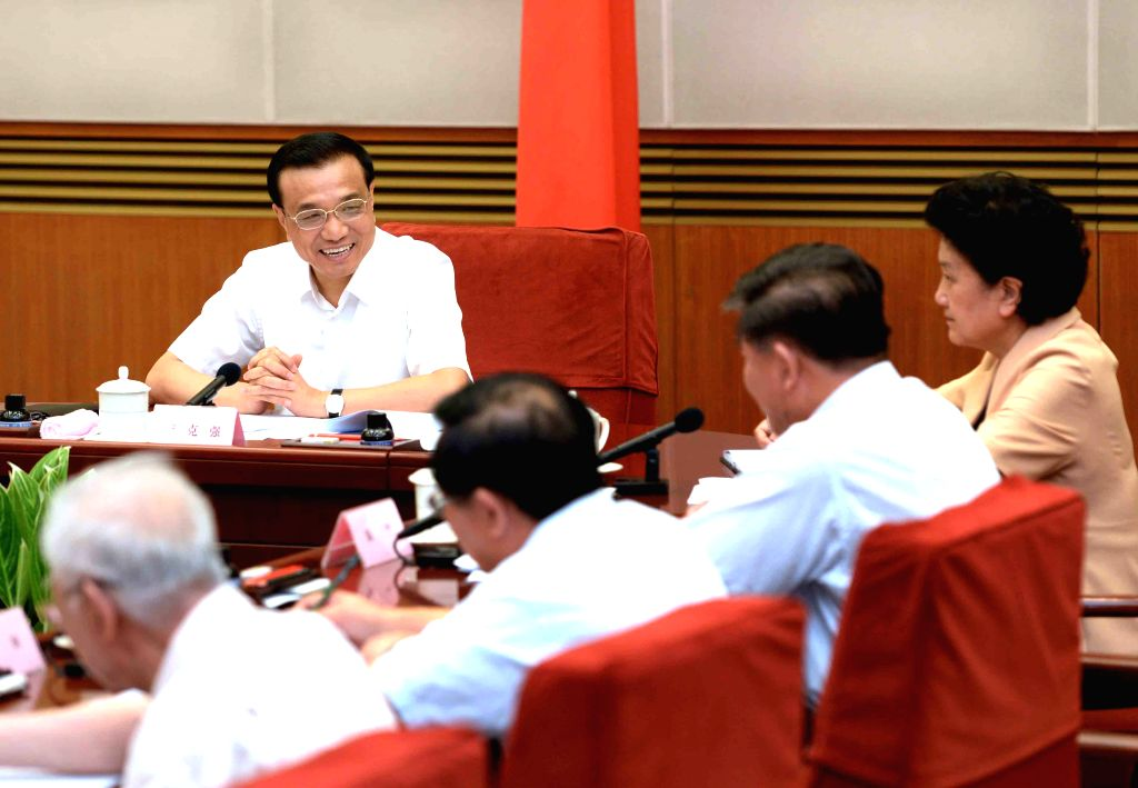 Chinese Premier Li Keqiang attends a discussion gathering outstanding young scientists from across China in Beijing, capital of China, Aug. 21, 2014.  (Xinhua/Ma ...