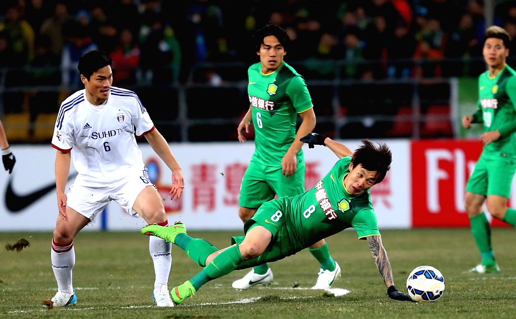 Piao Cheng (bottom) of China's Beijing Guoan vies for the ball during the Group G second round match against South Korea's Suwon Samsung FC at the 2015 AFC ...