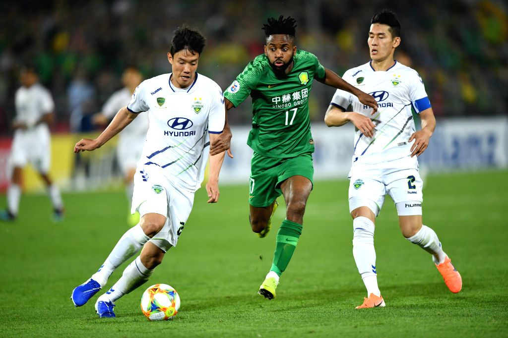 BEIJING, May 7, 2019 - Cedric Bakmbu (C) of China's Beijing FC vies with Hong Jeongho (L) of South Korea's Jeonbuk Hyundai Motors FC during the group G match between China's Beijing FC and South ...