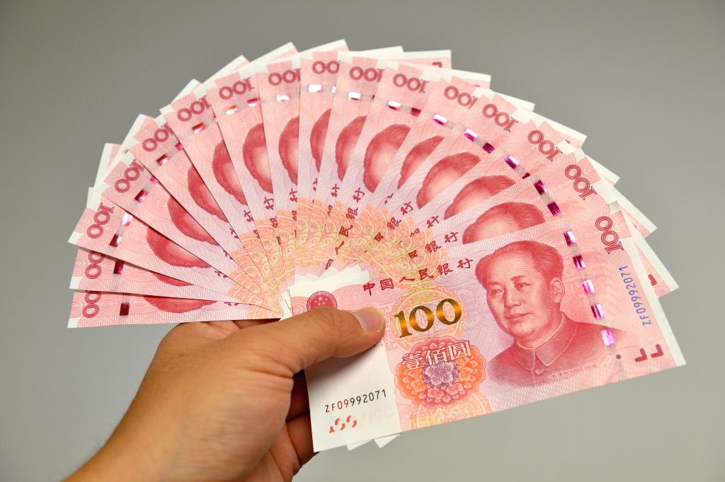 BEIJING, Nov. 12, 2015 (Xinhua) -- Photo taken on Nov. 12, 2015 shows newly-released 100-yuan bank notes in Beijing, capital of China. China's central bank released a new 100-yuan banknote on Thursday. The design stays largely the same as its former