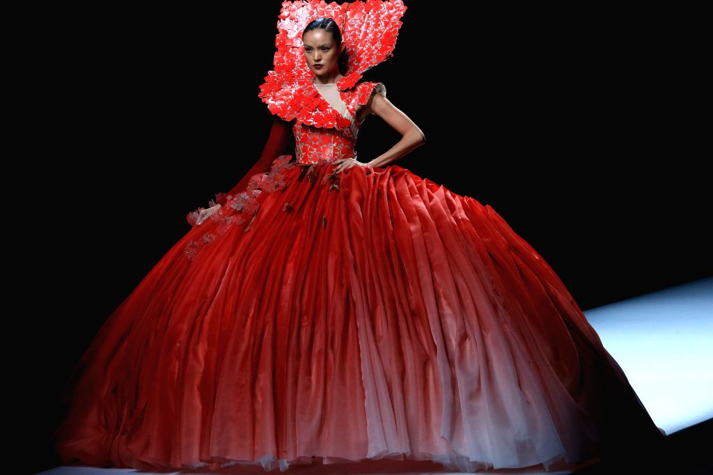 BEIJING, Oct. 29, 2016 - A model presents a creation of Maryma haute couture collection during the China Fashion Week in Beijing, capital of China, Oct. 28, 2016.