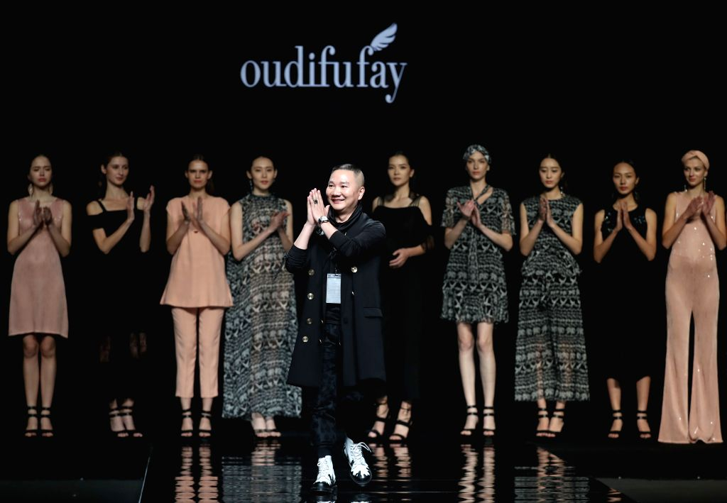 BEIJING, Oct. 29, 2016 - Designer Li Zuliang and models present his creations during the China Fashion Week in Beijing, capital of China, Oct. 29, 2016.