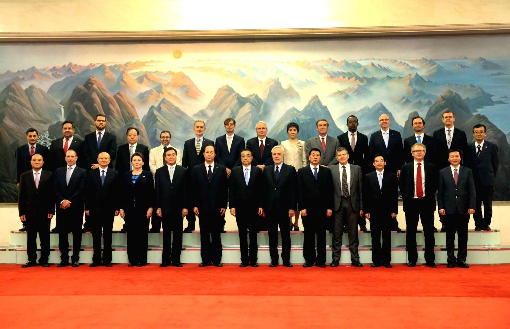 BEIJING, Sept. 14, 2016 - Chinese Premier Li Keqiang (C front) poses for a group photo with participants during the 39th International Organization for Standardization (ISO) General Assembly in ...