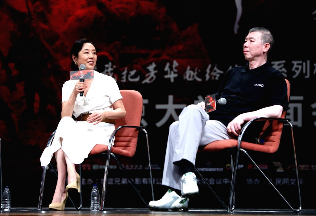 """BEIJING, Sept. 18, 2017 - Director Feng Xiaogang (R) and novelist Yan Geling meet fans and promote their movie """"Youth"""" at Peking University in Beijing, capital of China, Sept. 17, 2017. The ..."""