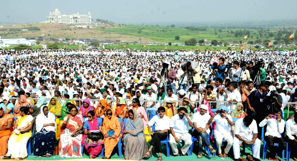 BJP workers and sugarcane farmers during a demonstration organised in support of the various demands of sugarcane farmers in front of Suvarna Soudha, in Belagavi, Karnataka on Dec 9, 2014.
