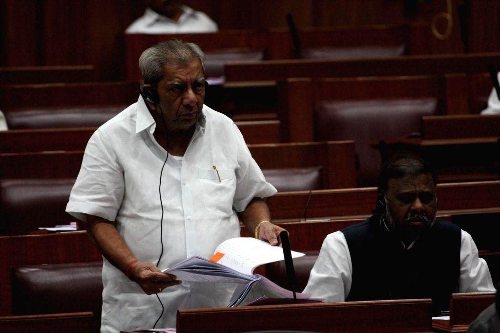 Karnataka Minister Shamanur Shivashankarappa addresses during the winter session of Karnataka assembly at Suvarna Soudha, in Belagavi on Dec 16, 2014. - Shamanur Shivashankara