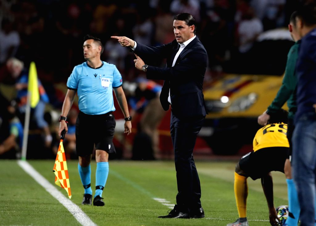 BELGRADE, Aug. 28, 2019 - Young Boys' head coach Gerardo Seoane (C) gestures during the 2nd leg football match between Crvena Zvezda and Young Boys at the UEFA Champions League play-offs, in ...