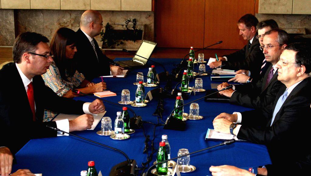 European Commission President Jose Manuel Barroso (1st R) meets with Serbian Prime Minister Aleksandar Vucic at Palace Serbia in Belgrade on June 29, 2014. - Aleksandar Vucic