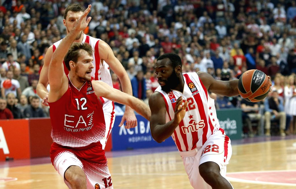 BELGRADE, Nov. 18, 2016 - Crvena Zvezda's Charles Jenkins (R) vies with Emporio Armani's Zoran Dragic (front L) during the Euroleague Regular Season Round 8 basketball game in Belgrade, Serbia on ...