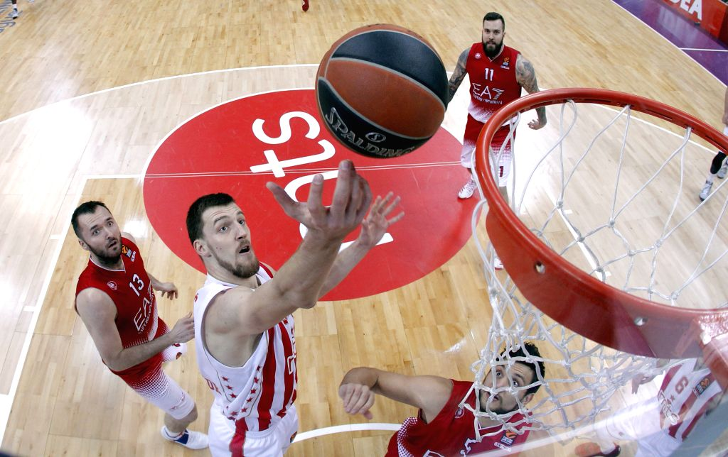 BELGRADE, Nov. 18, 2016 - Crvena Zvezda's Ognjen Kuzmic (C) goes for lay up past Emporio Armani's Milan Macvan (L) and Alessandro Gentile (R) during the Euroleague Regular Season Round 8 basketball ...