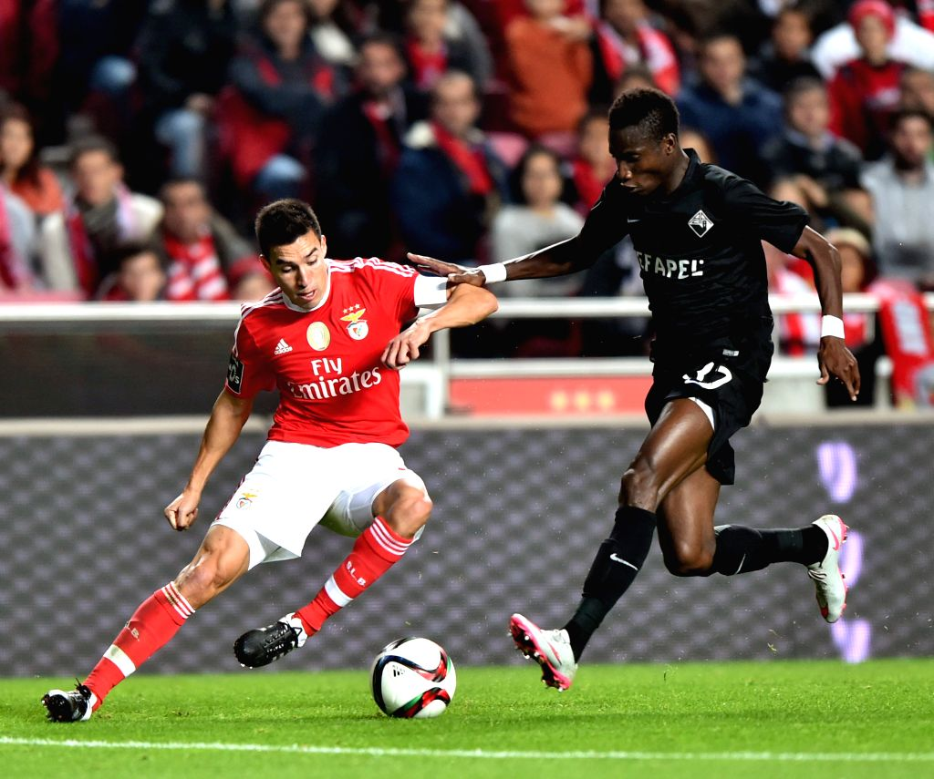 Benfica's Nico Gaitan (L) vies with Academica's Ofori during 12th round of the Portuguese League Football Match between SL Benfica and A. Academica at the Luz stadium ...