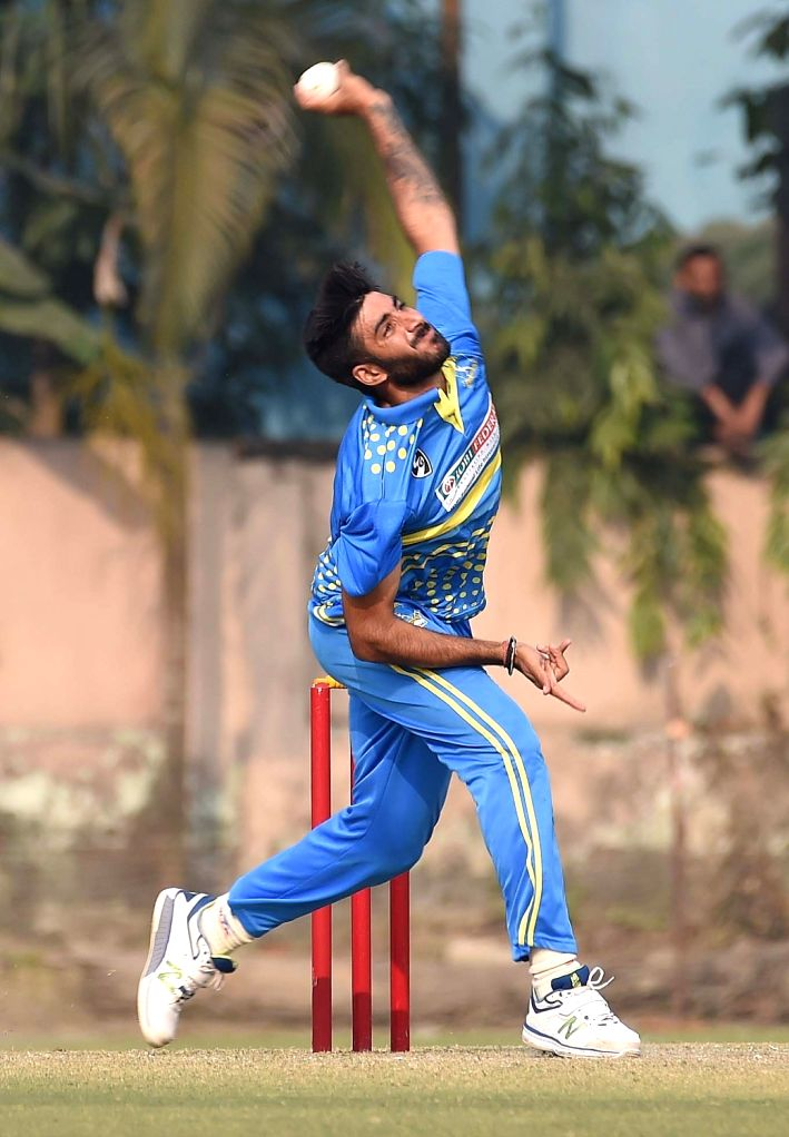 Bengal's Kanishk Seth in action during Syed Mushtaq Ali Trophy match against Delhi in Kolkata on Jan 23, 2018. - Kanishk Seth
